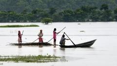 Стотици загинали при наводнения в Непал и Индия