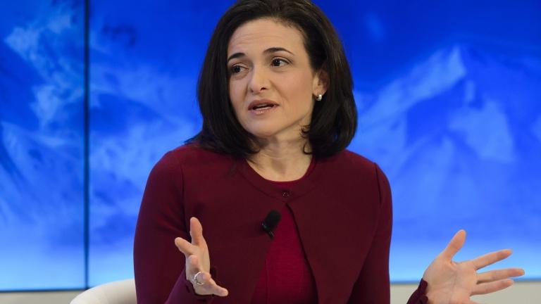 Шефката на Facebook: Мъжете движат света и не върви особено добре