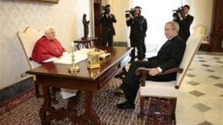 Папата пита Буш какво са си говорили с Путин
