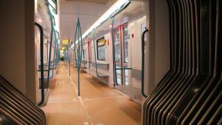 Камери следят дистанцията между хората в метрото