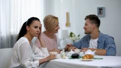 Проклятието на мъжете, които се женят за мама