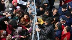 Гърция натирва голяма част от мигрантите по островите
