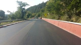 Новият асфалт край Своге - много по-добър от стария