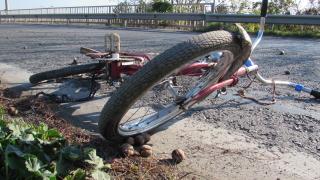 Велосипедистка загина, прегазена от кола край Стряма