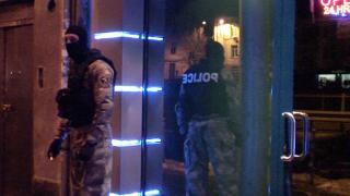 Съдът остави в ареста собственика на барове и охранителя, предлагали проститутки
