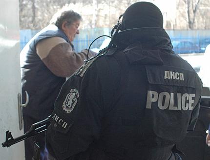 Въоръжават ДАНС и съдебната охрана с помпи и АК 47