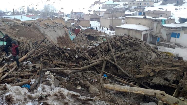 Девет загинали и стотици ранени след земетресението на турско-иранската граница