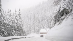 Силен вятър и снеговалежи в почти цялата страна