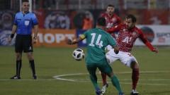 """""""Червените"""" в изчаквателна позиция за Тиаго и Манолев"""