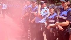 11 полицаи и главен редактор са ранени при протести в Тирана
