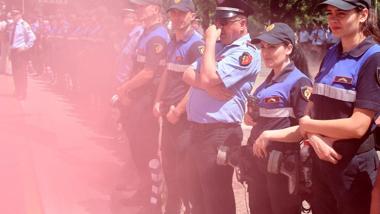 Хиляди граждани, представители на опозицията и техните поддръжници протестираха в