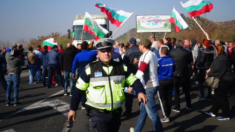 Затрудненията за пътуване в благоевградско продължават. МВР призовава гражданите да