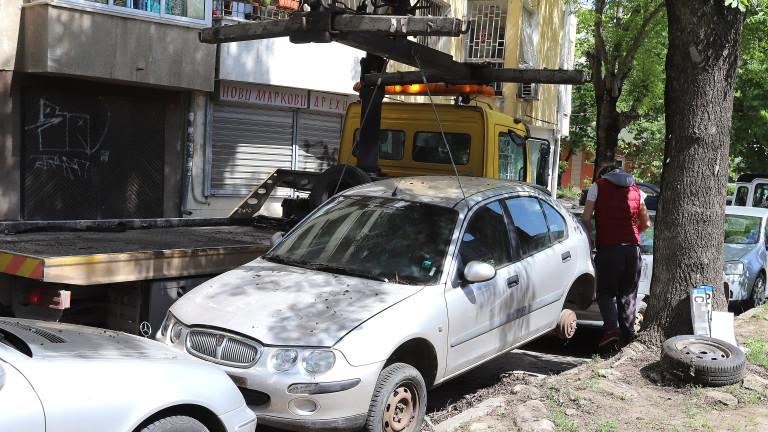 В Перник преместват принудително излезли от употреба коли