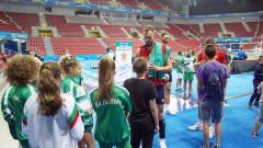 Волейболните национали зарадваха деца с автографи и селфита