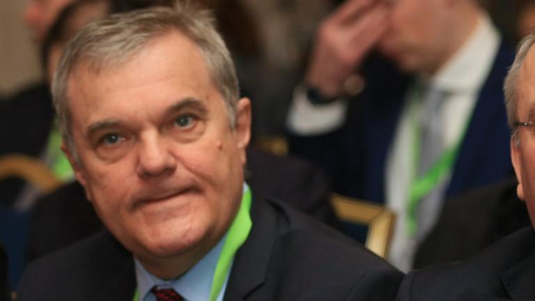 Румен Петков иска оставката на Валентин Радев