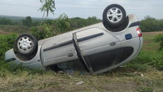 Две коли се удариха челно край Велико Търново, жена е пострадала