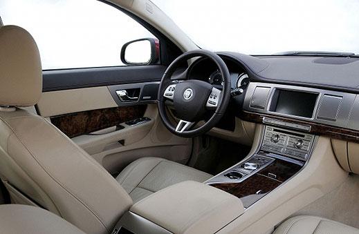 Jaguar XF получи награда за интериор на годината