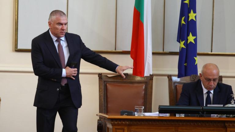 Борисов да озапти Каракачанов, поиска Марешки