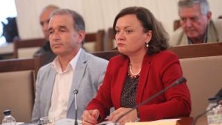 Левите критикуват, ГЕРБ работят, защити властта Ивелина Василева