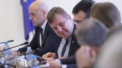 Засега не се налага военно положение според Каракачанов