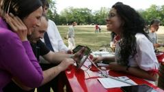 Клиентите на Мтел скоро ще използват смартфоните си като банкови карти