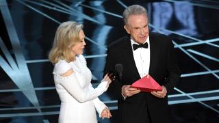 След гафа, Уорън Бийти и Фей Дънауей пак ще обявят филма на годината