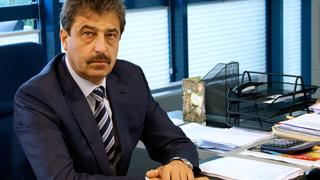 Със сериозна охрана Цветан Василев пристигна в съда в Белград