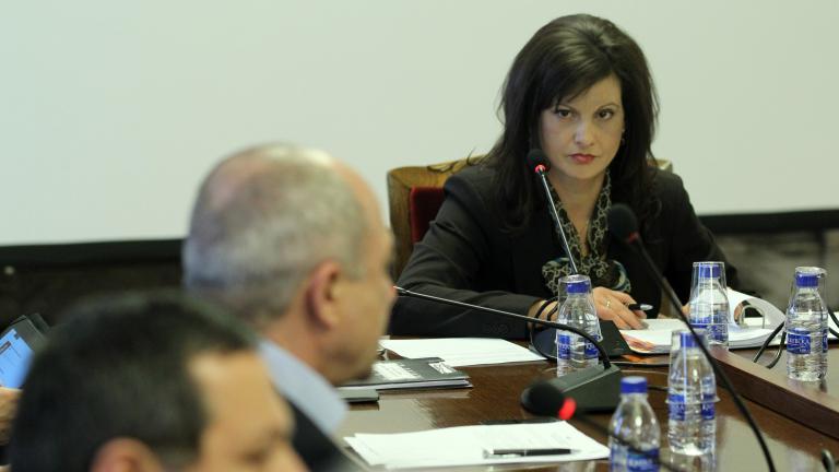 Даниела Дариткова определи като фалшива информацията, че целта на закриването