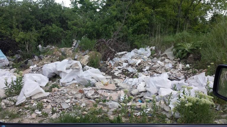 Жена загина при преобръщане на камион за смет в Сливен