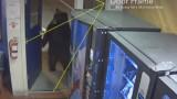 Мечка си отвори врата и влезе в полицейски учатък в Калифорния
