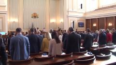Депутатите почетоха паметта на загиналите пилоти