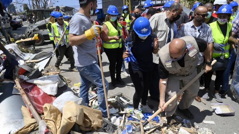 Загиналите при мощната експлозия на пристанището в Бейрут нараснаха до