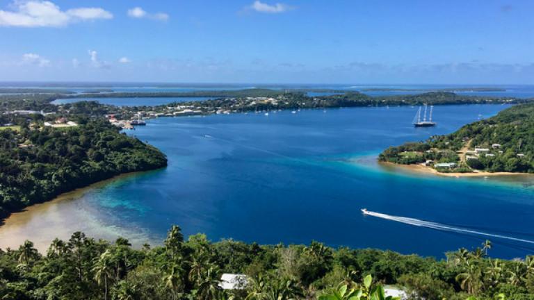 Снимка: Островите Тонга останаха с плащания кеш и без интернет заради буря