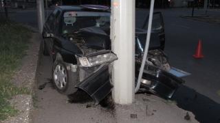Млад и пиян шофьор уби спътника си в стълб