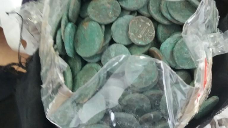 Митничари откриха антични монети в турски камион