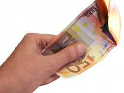 Еврото удари ново 12-годишно дъно