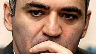 Западът осъжда ареста на Каспаров