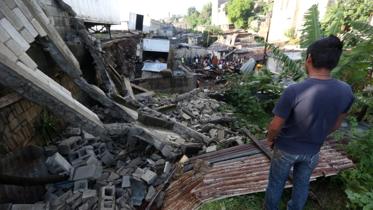 Силно земетресение на границата между Гватемала и Мексико
