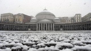 """Неапол с невиждан сняг от 1956 г. заради """"сибирската буря"""" в Италия"""