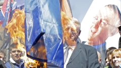 Шешел пак горя знамената на ЕС и НАТО, подиграва се на Хагския трибунал