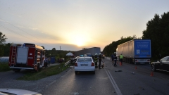 Двама загинали при жестока катастрофа между тир и пикап