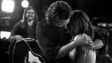 """Питър Линдберг, Лейди Гага, Брадли Купър и снимките за """"Роди се звезда"""""""