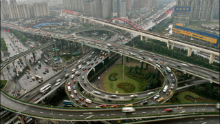 """Евакуират 200 хиляди жители на Шанхай заради урагана """"Уифа"""""""