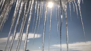 Ледена висулка рани жена в София