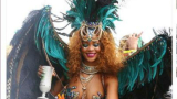 Риана развъртя дупето си на карнавал (ВИДЕО)