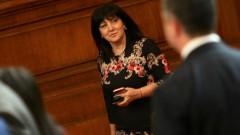 Караянчева е на телефона по 24 часа за президента и премиера