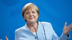 Меркел се върна на работа след две седмици под карантина