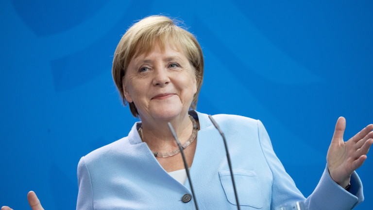 Канцлерът на Германия Ангела Меркел се върна на работа в