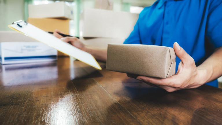 Професия куриер: смазващ труд за малко пари