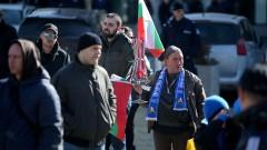 Фенове на Левски се видяха да си поговорят пред Народното събрание